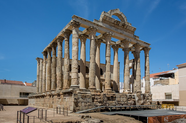El Templo de Diana en Mérida :: Canon EOS5D MkIII | ISO100 | Canon 17-40@25mm | f/9.0 | 1/200s