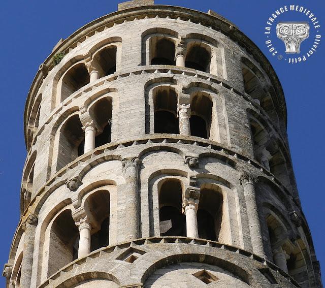 UZES (30) - Tour fenestrelle (XIIe siècle)