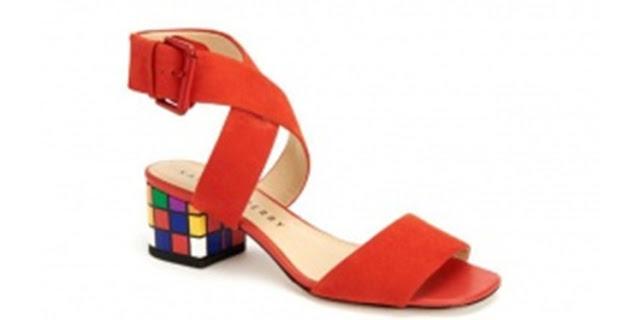 Margot, sepatu dengan kubus rubik pada bagian tumit