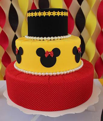 bolo fake festa de aniversário tema minnie vermelha