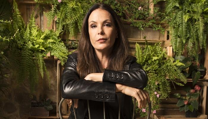 Após saída conturbada da Globo, Carolina Ferraz é cortada da chamada de Belíssima