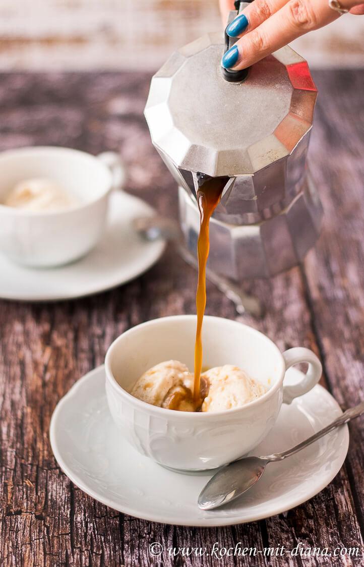 Espresso üeber das Eis gießen