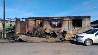 Огнем были охвачены надворные постройки и жилой дом