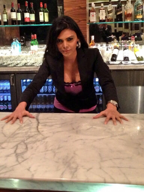 Sherlyn-Chopra-In-Bar
