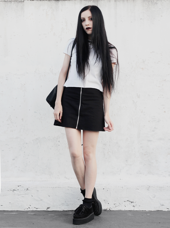 ootd, summer, verano, outfit, ideas, white, top, black, zipper, skirt, creepers, blogger, argentina, moda, fashion, strange souls