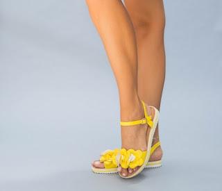 sandale galbene cu talpa joasa pentru vara ieftine si frumoase