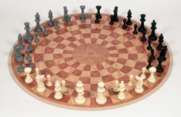 Cuối cùng, một bàn cờ Vua dành cho 3 người chơi cùng lúc đã được phát  triển, mà không làm ảnh hưởng đến bất kỳ các quy tắc, chiến lược, ...