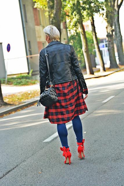 plaid_shirt_red_heels_karyn