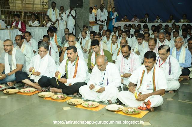 Shraddhavan-Performing-श्रीत्रिविक्रम-Poojan-Gurupurnima-Utsav