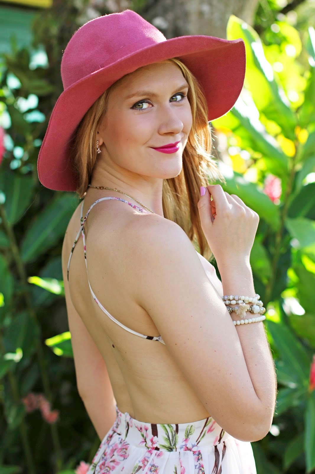 This pink floppy hat is so girly and chic!