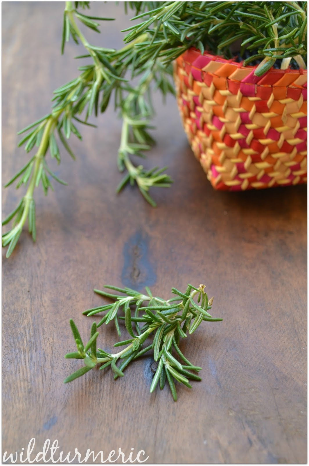 10 Top Medicinal Uses Of Rosemary For Hair, Skin & Health