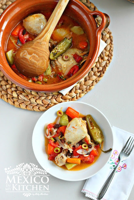 Olla Tapada is an easy and versatile chicken recipe.