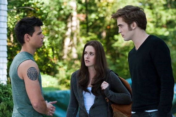 Edward and Bella having a discussion in Twilight Saga: Eclipse 2010 movieloversreviews.filminspector.com