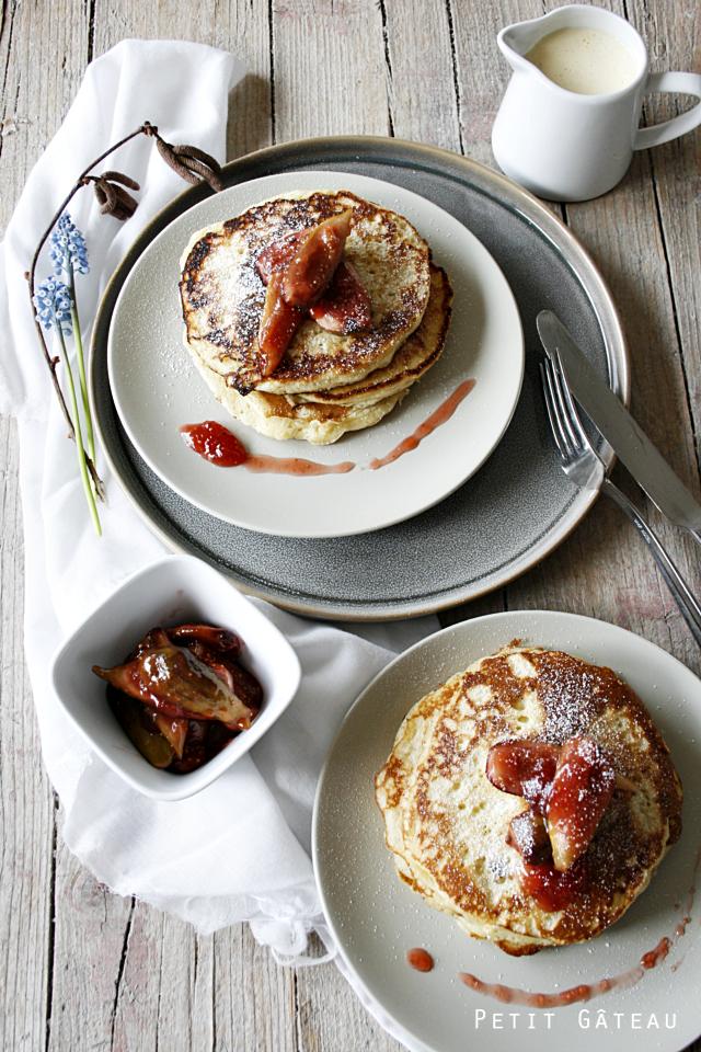 Pancakes mit Feigenkompott und lauwarmer Vanillesoße