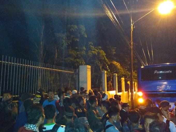 Kesabaran Peserta Aksi Bela Palestina Asal Lampung