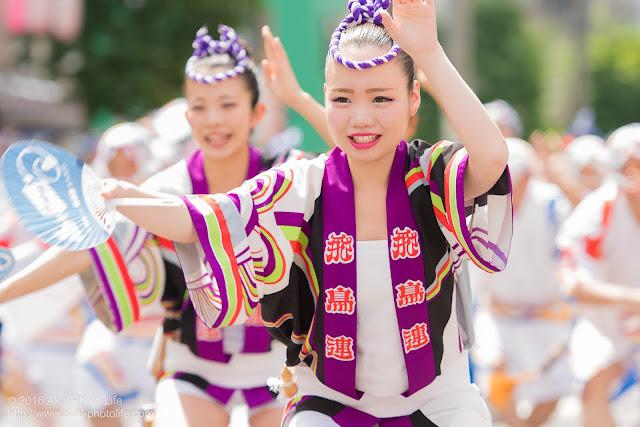 飛鳥連、女法被の踊り手をマロニエ祭りで撮影した写真