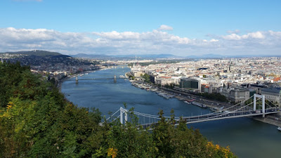 vistas-panoramicas-subida-colina-monte-gellert-puente-de-la-libertad-budapest