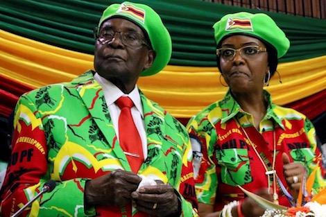"""تفاصيل مثيرة عن استقالة موغابي .. حصانة و""""وداع ذهبي"""" بالملايين"""