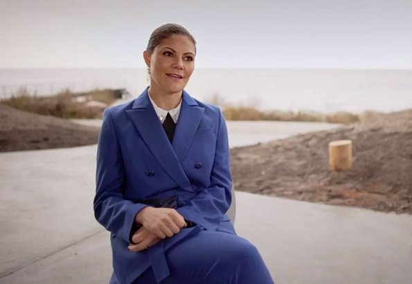Crown Princess Victoria'style and fashion pantsuit