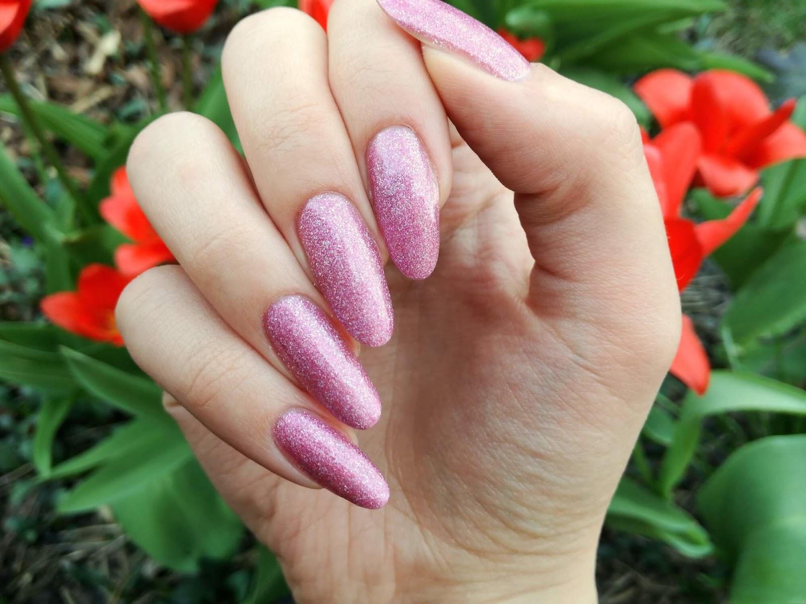 różowe paznokcie kabos