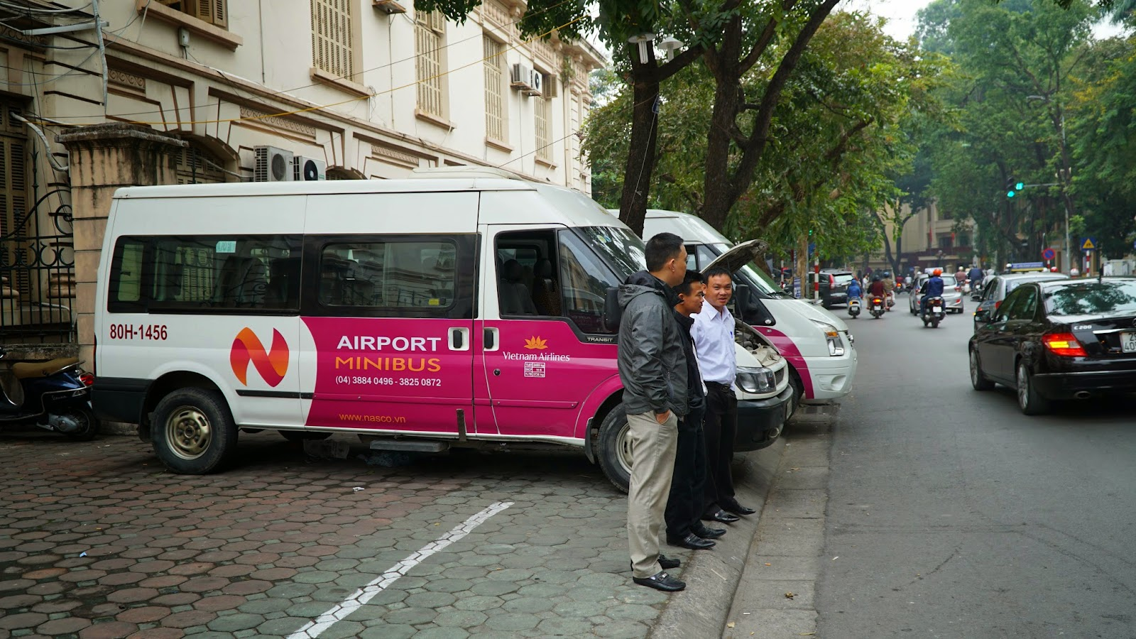 One of the easiest and cheapest ways to get from the airport to Hanoi is by airport shuttle. Taking Vietnam Airlines' airport shuttle, you will be dropped off at their office near Old Quarter