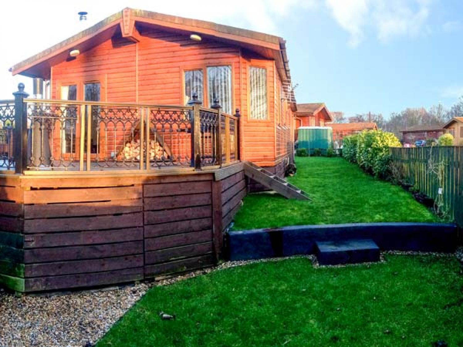 20 Lodges with Hot Tubs within a 90 minute drive of York  - woodpecker lodge