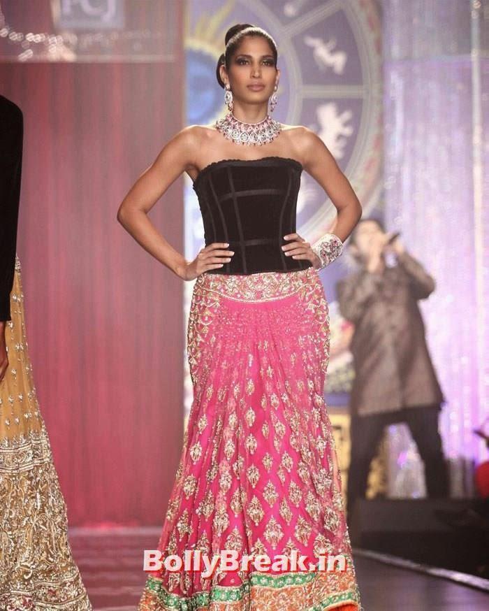 Mashoom Singha, Sonam Kapoor Pics in White Saree - IIJW Finale 2014