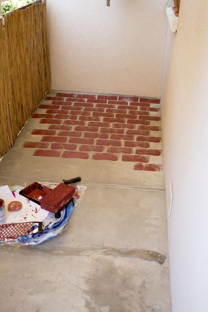 Fußboden mit Ziegelstein Optik - Faux Brick Floor - Farbe statt Fußbodenbelag im Außenbereich - günstig, einfach, schnell - Umgestaltung Balkon, Terrasse, Outdoorbereich