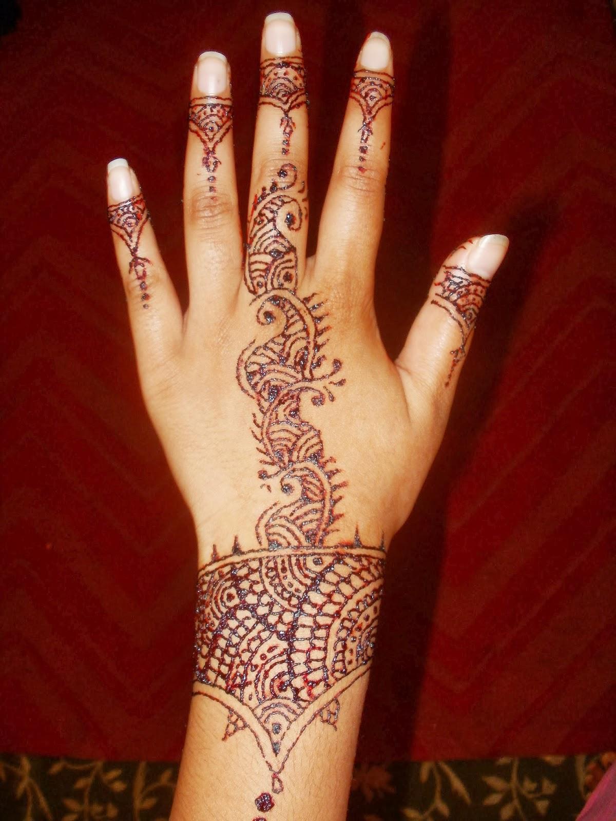 Henna Hand: Noshin's Nail Base: Henna Hands