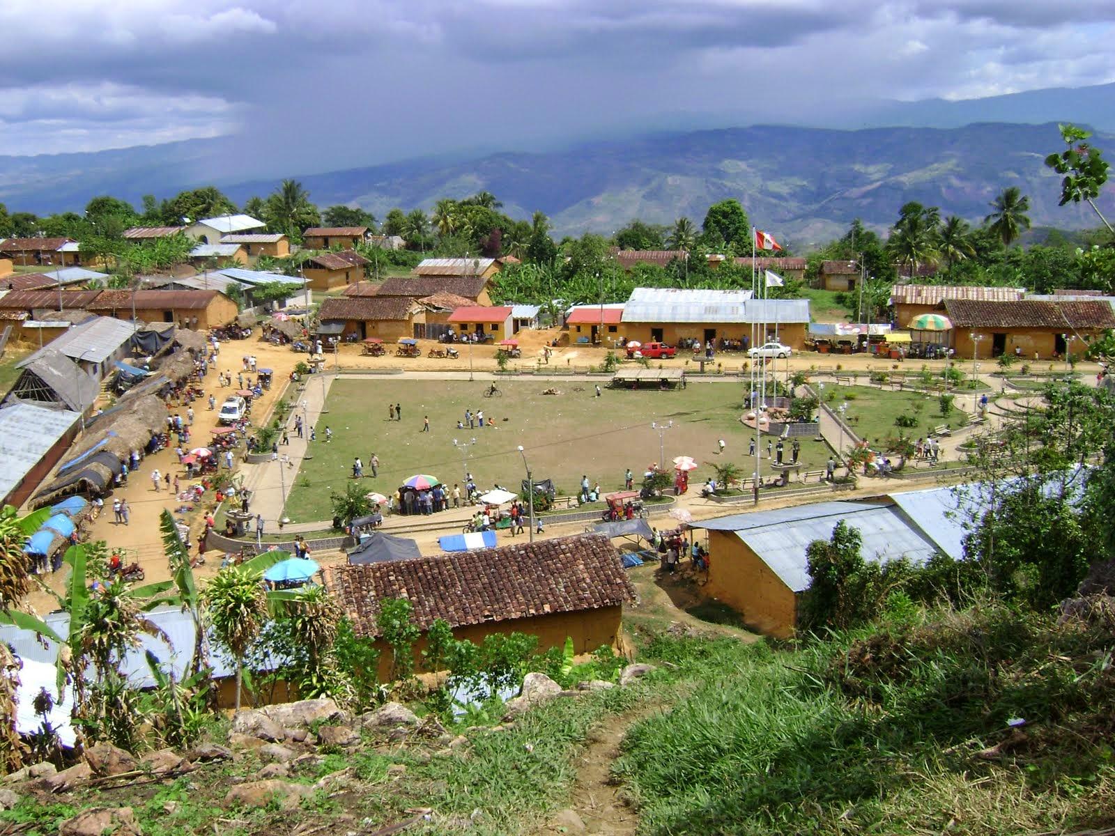 Plaza del barrio Wayku en Lamas, Perú
