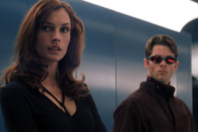 Meet Marvel's 'X-Men' in Fun High Action Sci-Fi Movie. A review of the 2000 Marvel film with Hugh Jackman. Text © Rissi JC