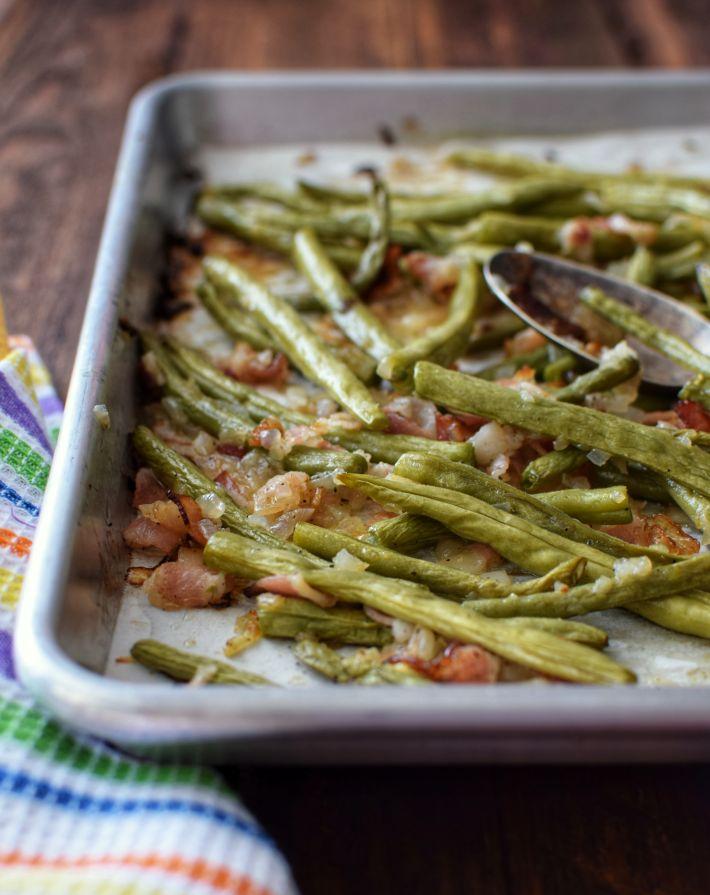 Judías verdes asadas al horno con tocineta y cebolla