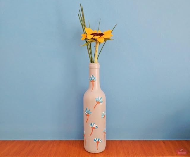 Garrafas pintadas para decoração de chá de fraldas