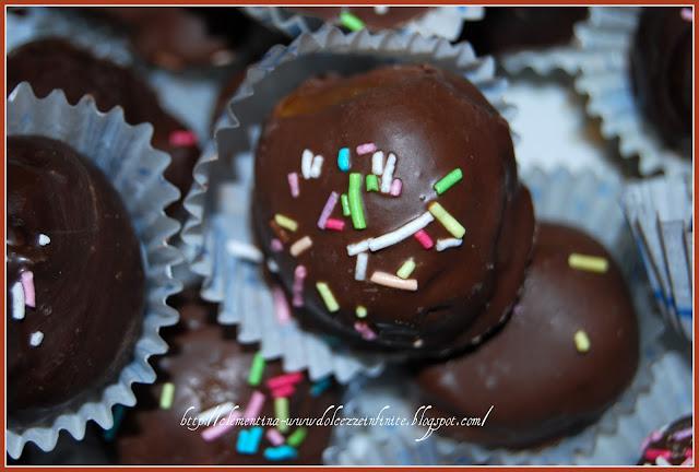 Dolci Natalizi Pugliesi Con Mandorle.Dolcezze Infinite Palline Di Mandorle E Cioccolato