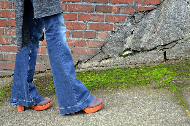 flare jeans and clogs