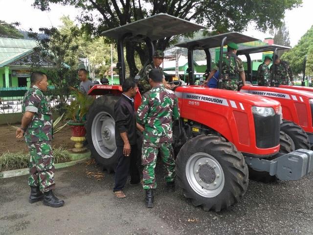 Di Kodim 0106/Ateng-Bm Ada Pelatihan Pengoperasian Alsintan Traktor Roda - 4
