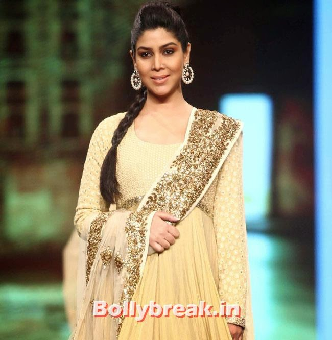 Sakshi Tanwar, TV Hotties Rashmi Desai, Sakshi Tanwar at Cancer Fundraiser Fashion Show