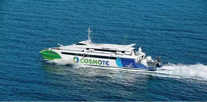 Συναγερμός στη Ραφήνα: Πλοίο με 215 επιβάτες προσέκρουσε στο λιμενοβραχίονα