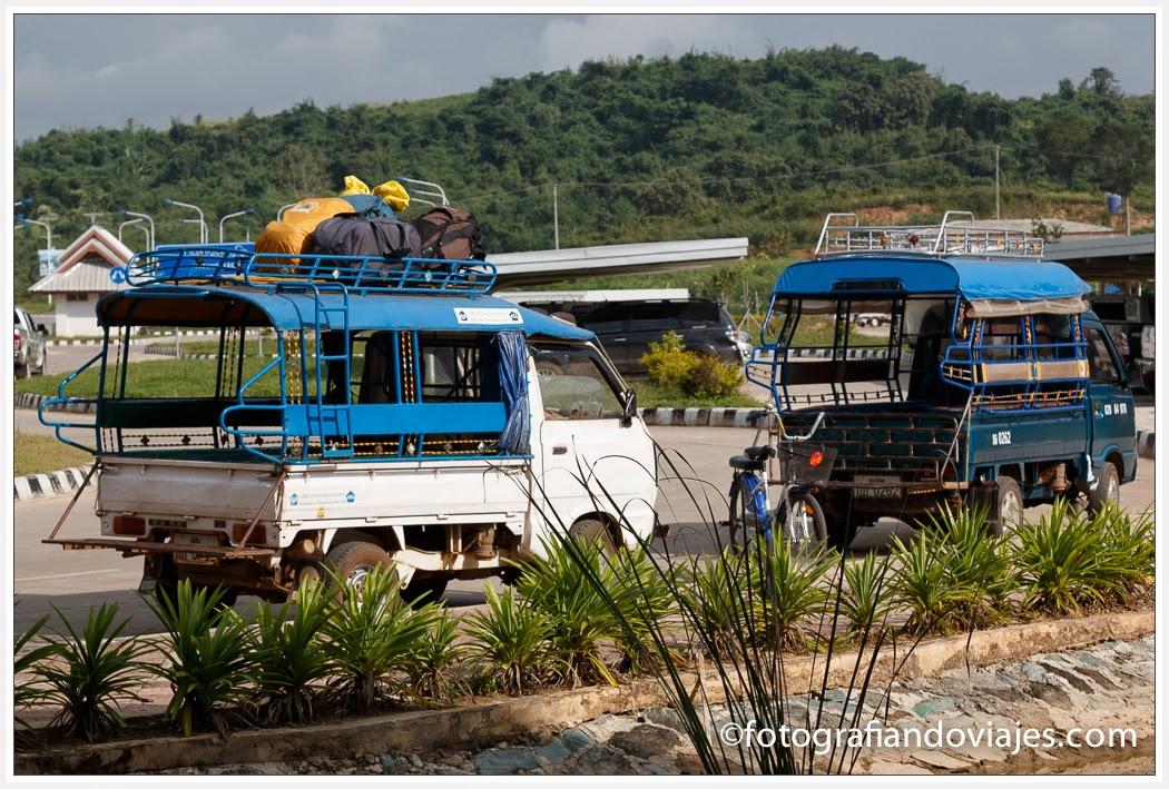 tuk tuk en la frontera de Chiang Klong a Huay Xay de Tailandia a Laos