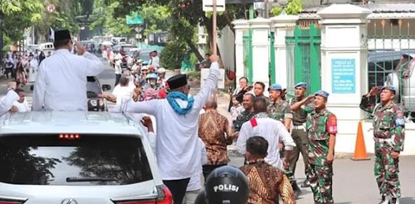 Viral! Prabowo Melintas, Paspampres Beri Hormat