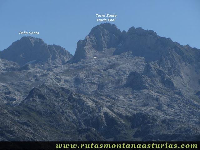 Ruta Lagos de Covadonga PR PNPE-2: Vista de la Peña santa y Torre de Santa María de Enol, desde la Porra de Enol