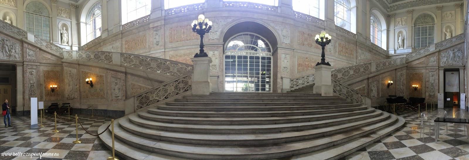 scalone Palazzo Reale Napoli