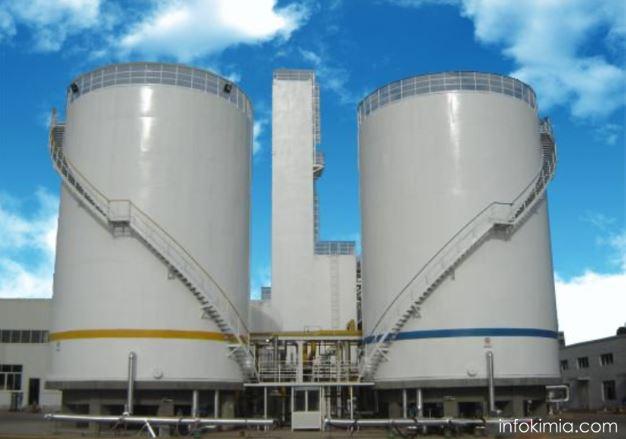 tangki penyimpanan bahan baku cair dalam industri kimia