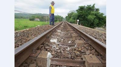 Vì sao đường ray xe lửa luôn được rải đá, điều con người vẫn làm 200 năm nay