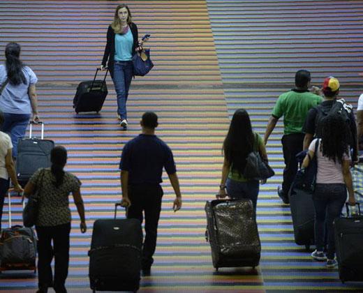 Seis de cada 10 venezolanos quieren salir del país