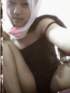 ABG Jilbab Imut Ini Ngocok Memek