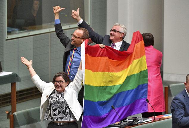 Após população votar 'SIM', parlamento australiano aprova lei sobre o casamento igualitário