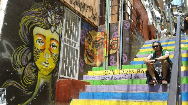 Pinturas en las escaleras del Pasaje Apolo