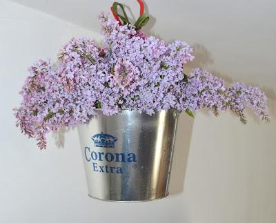 http://atelieruldinmansarda.blogspot.ro/2014/09/corona-extra-galvanized-ice-bucket.html
