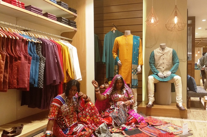 Fabindia redefines the concept of Retail - Launches its first experience  store in Mumbai 78050cfe02cc8